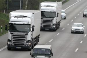 Abstandsunterschreitung: Für Lkw und Pkw gelten unterschiedliche Regelungen.