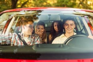Anschnallpflicht: In Deutschland gilt die Pflicht einen Sicherheitsgurt im Auto und anderen Fahrzeugen anzulegen.