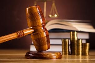 Ein Anwalt für Schadensersatz und Schmerzensgeld vertritt Sie nach einem Verkehrsunfall.