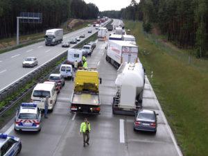 Gerade auf der Autobahn ist eine Abstandsmessung häufiger üblich, aufgrund der hohen Unfallgefahr.