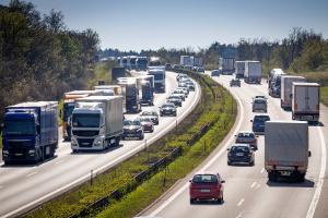 Welche Regelungen gehen aus der Autobahn-Richtgeschwindigkeitsverordnung hervor?
