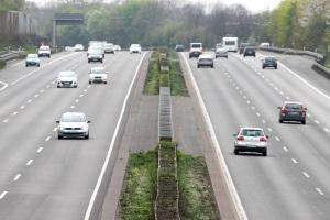 Auf der Autobahn in der Schweiz gilt das Tempolimit von 120 km/h.