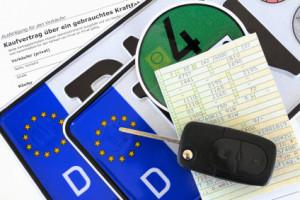 Autokennzeichen online reservieren: Schauen Sie auf der Internetseite der Zulassungsbehörde nach.