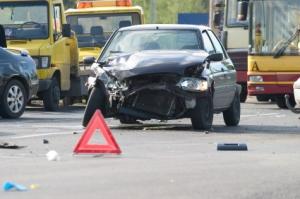 Ein Autounfall mit Blechschaden kann über die Versicherung abgewickelt werden.