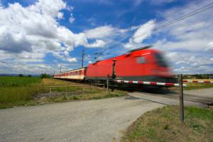 Für Bahnübergänge in Deutschland gelten strenge Regeln für den Verkehr.