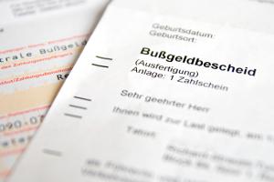 Bußgeld, Punkte in Flensburg oder Fahrverbot können den Verkehrssündern drohen.