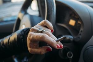 Nach dem Genuss von Cannabis Auto zu fahren, kann Konsequenzen haben.