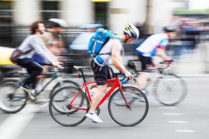 Experten sind gegen eine Helmpflicht auf dem Fahrrad, stattdessen soll besser aufgeklärt werden.