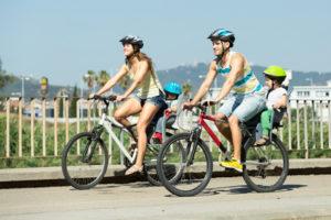 Ein Fahrrad mit Kind sollte angemessen gefahren werden.