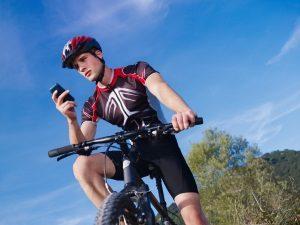 Auch auf dem Fahrrad gilt es Regeln zu beachten. Das Handy darf nicht benutzt werden.