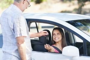 Wenn der Führerschein erteilt wird, beginnt die Probezeit.