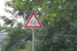 Gefahrenzeichen sollen die Aufmerksamkeit der Fahrer erhöhen.