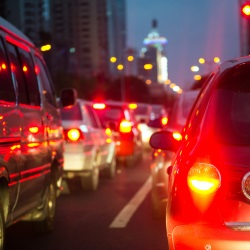 Geschwindigkeitsüberschreitung und geschlossene Ortschaft: In der Probezeit gilt hierfür der gleiche Bußgeldkatalog.