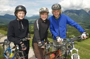 Eine Helmpflicht in Deutschland gibt es nicht. Die Radfahrer dürfen selbst entscheiden.