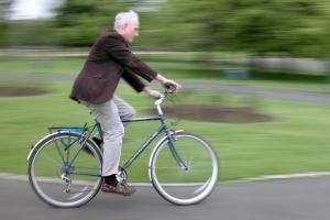 Zubehör: Eine LED-Fahrradlampe mit Akku ist zulässig.