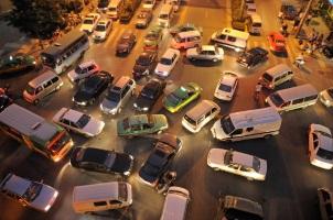 Das Risiko einer Massenkarambolage wird durch das Einhalten des Sicherheitsabstandes eingedämmt.