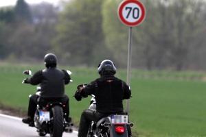 Für Motorradfahrer besteht keine Pflicht, einen Verbandskasten mitzuführen.
