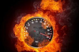 Wenn das Multanova 6F bei überhöhter Geschwindigkeit blitzt, droht gemäß Bußgeldkatalog unter anderem ein Fahrverbot.