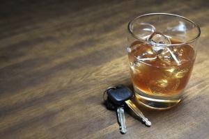 Während der Probezeit stellt Alkohol am Steuer einen A-Verstoß dar, also eine schwerwiegende Zuwiderhandlung.