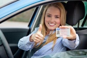 Nach Erhalt des Führerscheins beginnt die Probezeit. Geblitzt werden kann eine Verlängerung zur Folge haben.