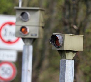 Radaranlagen-Hersteller verkaufen ihre Geräte an Polizei und kommunale Behörden.