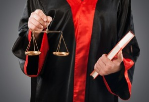 Ein Rechtsanwalt für Verkehrsrecht kennt sich mit dem Recht im Straßenverkehr aus.