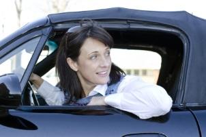 Das Rückwärtsfahren muss ohne Gefährdung anderer passieren.