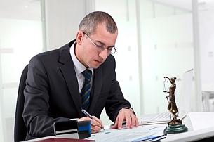 Anspruch auf Schmerzensgeld? Ein Rechtsanwalt kann die Höhe bestimmen.