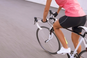 Der Seitenabstand beim Vorbeiziehen an Radfahrern sollte wenigstens 1,5 Meter betragen!