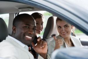 Passen Sie den Fahrstil den Gegebenheiten hat, damit die Sicherheit für alle Insassen gewährt ist.
