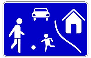 Das Zeichen 325 weist eine Spielstraße aus. Als Tempolimit gilt hier Schrittgeschwindigkeit.