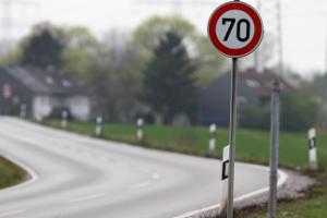 Die StVO legt die Verhaltensregeln am Straßenverkehr fest