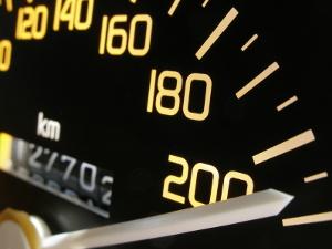 Mit dem Traffipax TraffiStar S540 können Geschwindigkeitsübertretungen gemessen werden.