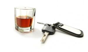 Alkohol am Steuer ist verboten und gilt als Trunkenheitsfahrt.