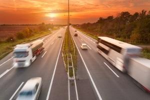Auf diesem Bußgeld-Tacho können Lkw-Fahrer, die außerorts geblitzt wurden, die Sanktionen ablesen.
