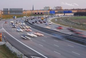 Ereignet sich ein Unfall auf der Autobahn, muss umgehend die Unfallstelle gesichert werden.