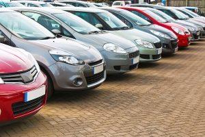 Trotz Zeugenfragebogen haben es Ermittler bei Firmenwagen oft schwer, den richtigen Fahrer zu finden.