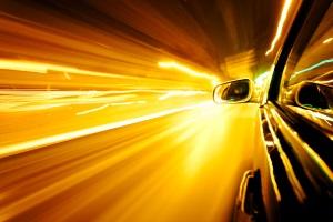 Zu schnell fahren auf der Autobahn ist gefährlich für Sie selbst und für andere Verkehrsteilnehmer.